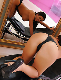 Luscious Round Assed Emma Oiled Up