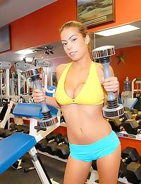 Weight lifting girl gym sex