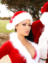 Black Santa cums on dirty who...