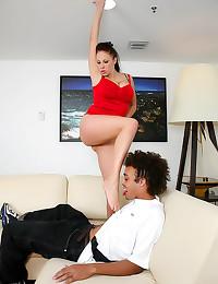 Curvy Gianna Michaels sexy fo...