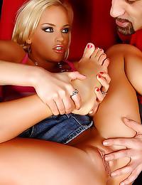 Cumshot glazes her sexy feet