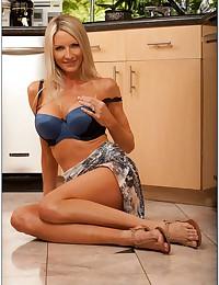 Irresistible fake tits blonde milf