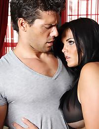 Pornstar Seduces Her Horny Man