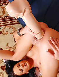 Hot lips on toy girl