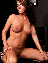 Hot Tanned Brunnette Babe Bella