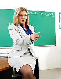 Milf nailed in the classroom