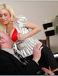 Muscular man boning blonde whore