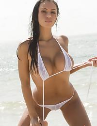 Hot bikini girls pics