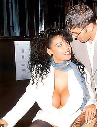 Big tits retro pornstar bange...