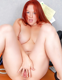 Hot redhead shows cunt