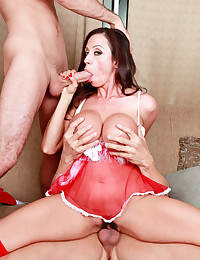 Christmas threesome with a milf