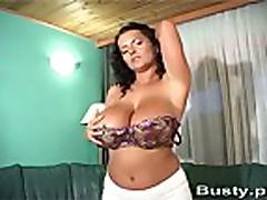 Bea Kanapa shows her huge tits