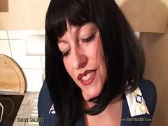 Busty Housewife Sindy - sindysecrets.com