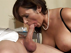 Doctor offers his sperm to Coctomom after a nice blowjob!