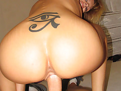 Horny MILF Enjoys A Nice Cock In Her Snatch & Creamy Cumshot