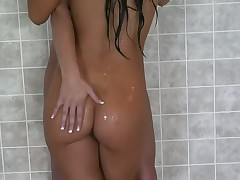 Stellar Asian Babe Seduces That Girl In The Shower