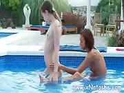 Teens gets wild in pool