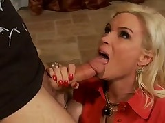 What A Blond Housewife Wants