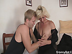 He bangs her old snatch